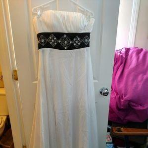 A Beautiful White Dress Bust 17in Waist 15in